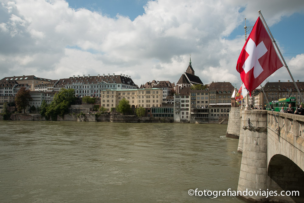 puente Mittlere Brucke en Basilea