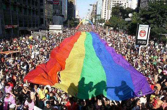 Un mare deget mijlociu pentru Homosexuali