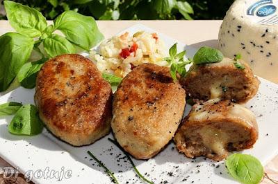 Kotlety mielone z czarnuszką i serem korycińskim