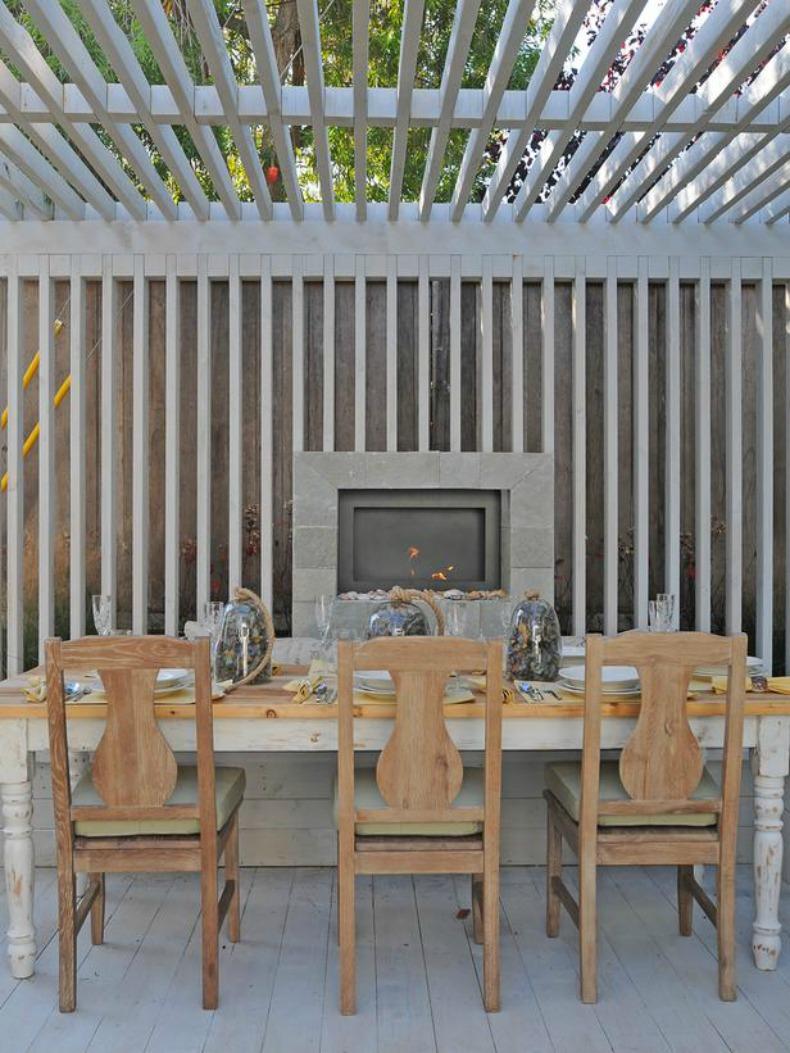 Coastal outdoor dining room