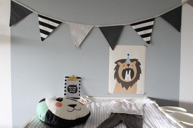 Kinderzimmer Trend Babyzimmer schwarz weiss pastell ava yves Pandakissen Wimpelkette sebra skandinavisches Design Nestbau mit tausendkind und Jules kleines Freudenhaus