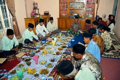 Sampaikah Pahala Bacaan Al-Qur'an, Dzikir dan Doa untuk Orang Meninggal?