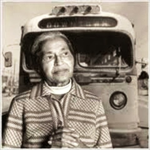 Rosa Parks in front of bus