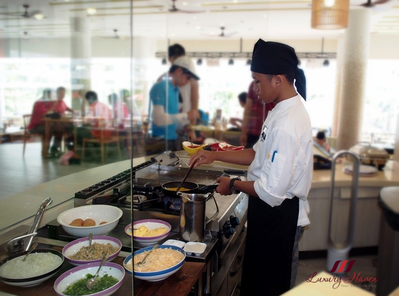 bintan lagoon resort fiesta buffet breakfast cooking station
