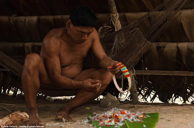 Huaoroni - Suku Primitif Amazon yang Ahli Berburu hingga Kaki Berevolusi