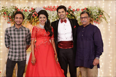 Nisha Krishnan Ganesh Venkatraman in wedding reception