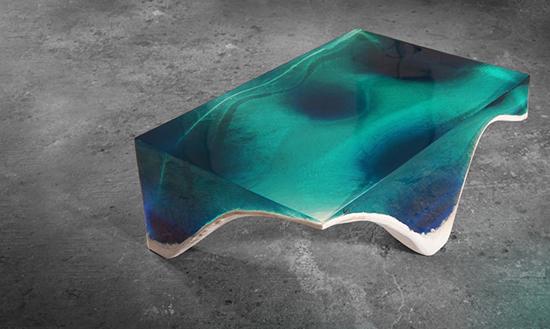 desain meja unik menyerupai lautan dengan bahan epoxy