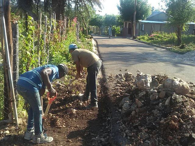 """Sindico de la Guázara """"Luis Calacha"""" trabaja en la construcción de aceras y contenes"""