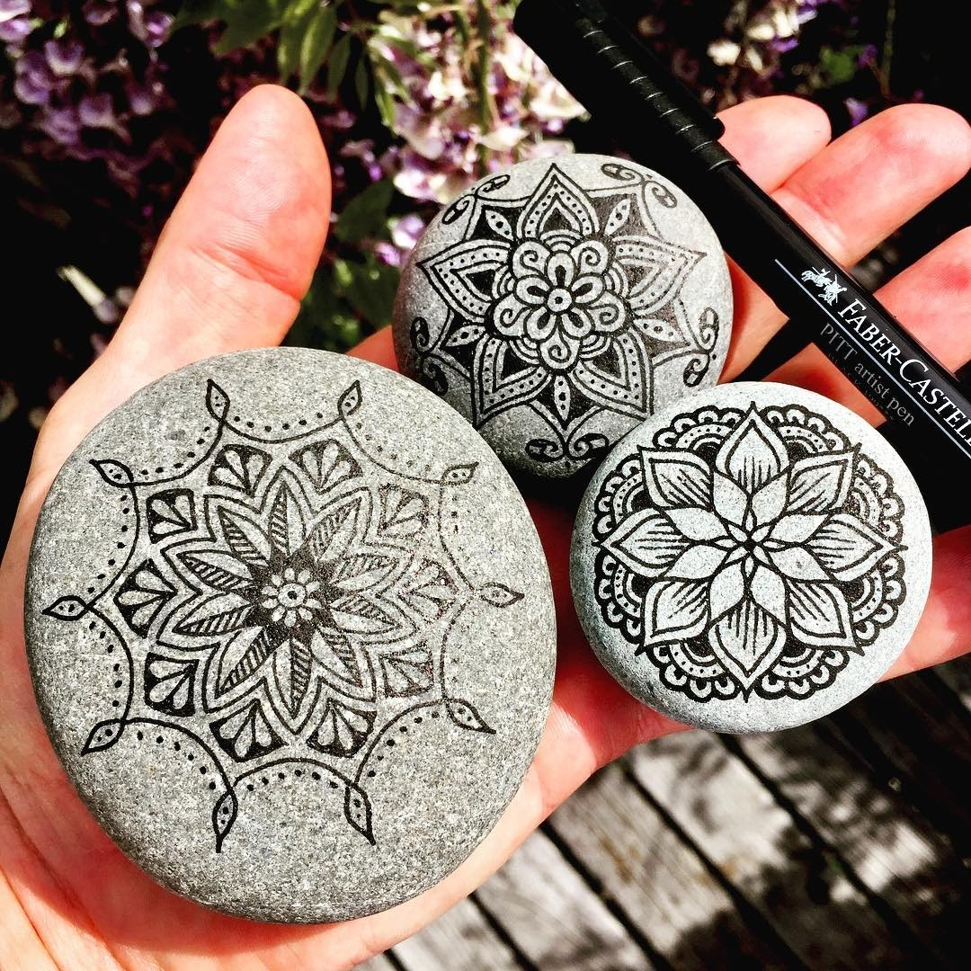 07-Mike-Pethig-Precise-Hand-Drawn-Stone-Mandala-Drawings-www-designstack-co