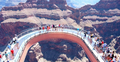 Grand Canyon Is The Best And Most Por Tourist Attraction In United States It S A Natural Formation Distinguished By Its Layered Bands Of Red Rock
