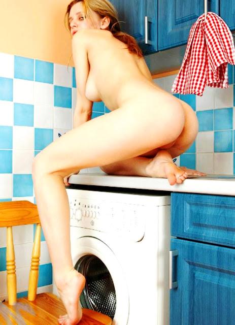 WWW.EROTICAXXX.RU Без нижнего белья на эротических фото (18+ эротика)