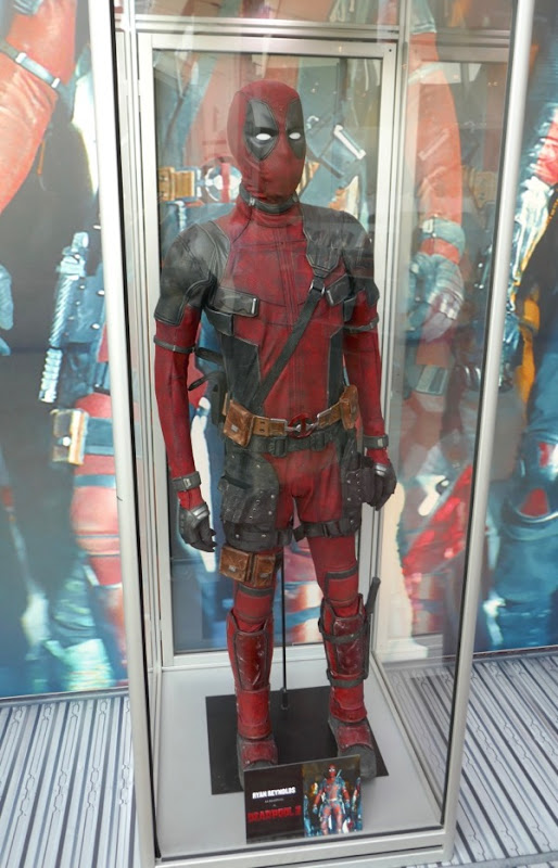 Ryan Reynolds Deadpool 2 movie costume