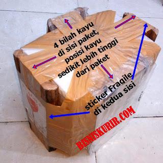 Cara packing kayu pada paket.