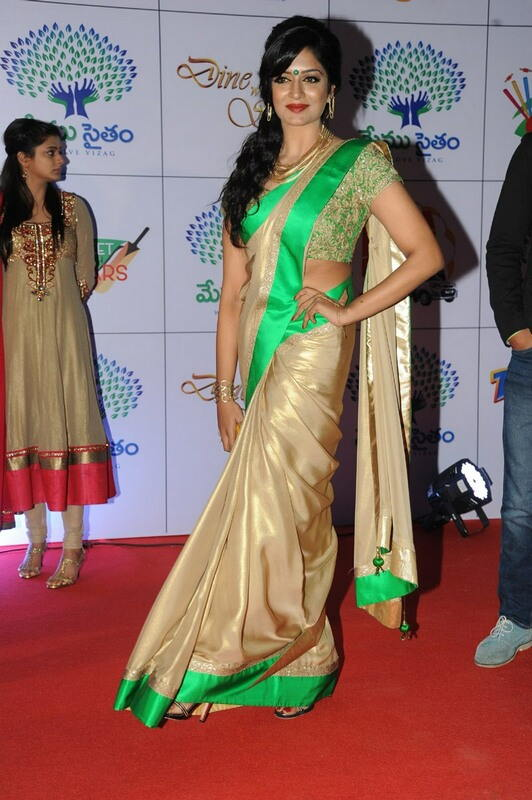 Actress Vimala Raman Hip Photos in Green Saree