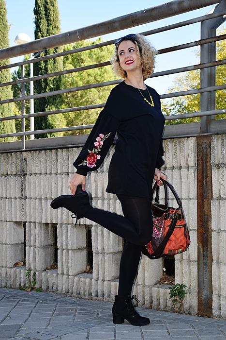 Outfit-vestido-negro-aplique-bordado-3