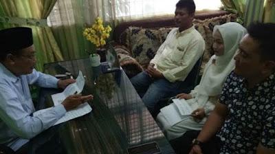 Ketua MPU Langsa saat berbincang dengan Fatimah Roswita Marni Siwanahono, usai pengsyahadatan