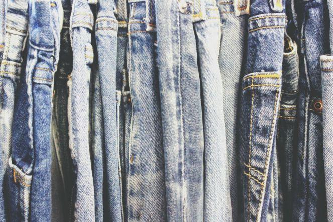 cukup 6 bulan sekali mencuci celan jeans