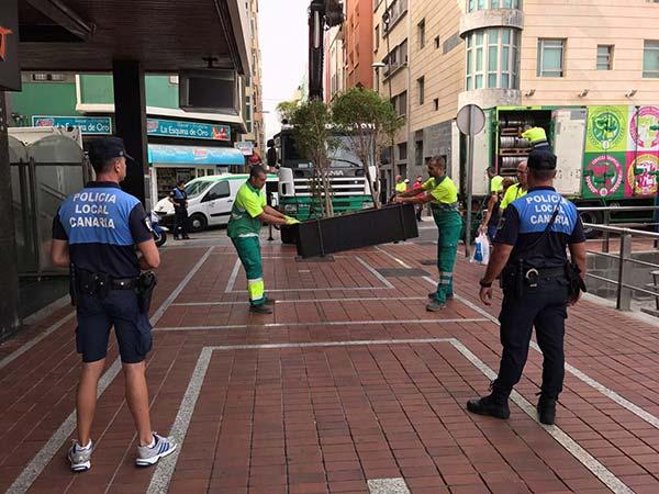 Prevención de atentados en Las Palmas de Gran Canaria con la colocación de maceteros / Fotos: @PoliciaLPA