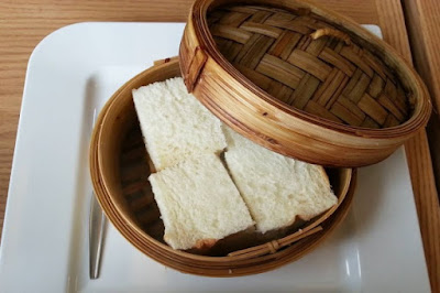 Bánh mì dư có thể được hấp để tạo thành những món ăn mới ngon miệng hơn.