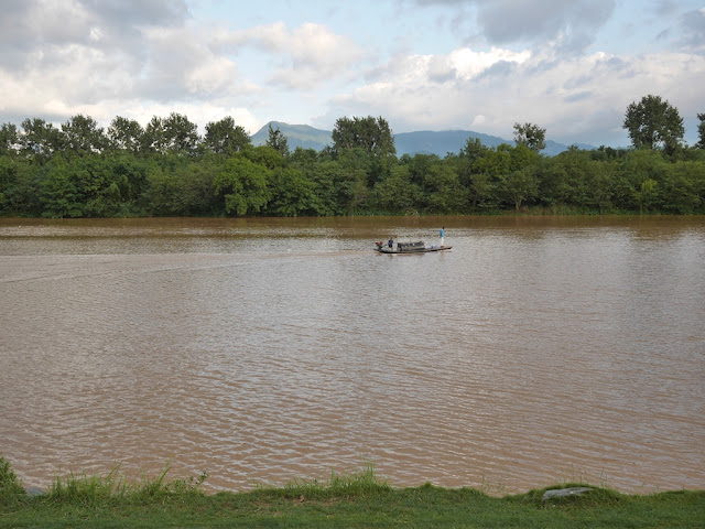 small boat on the Zhang River (章江) in Ganzhou