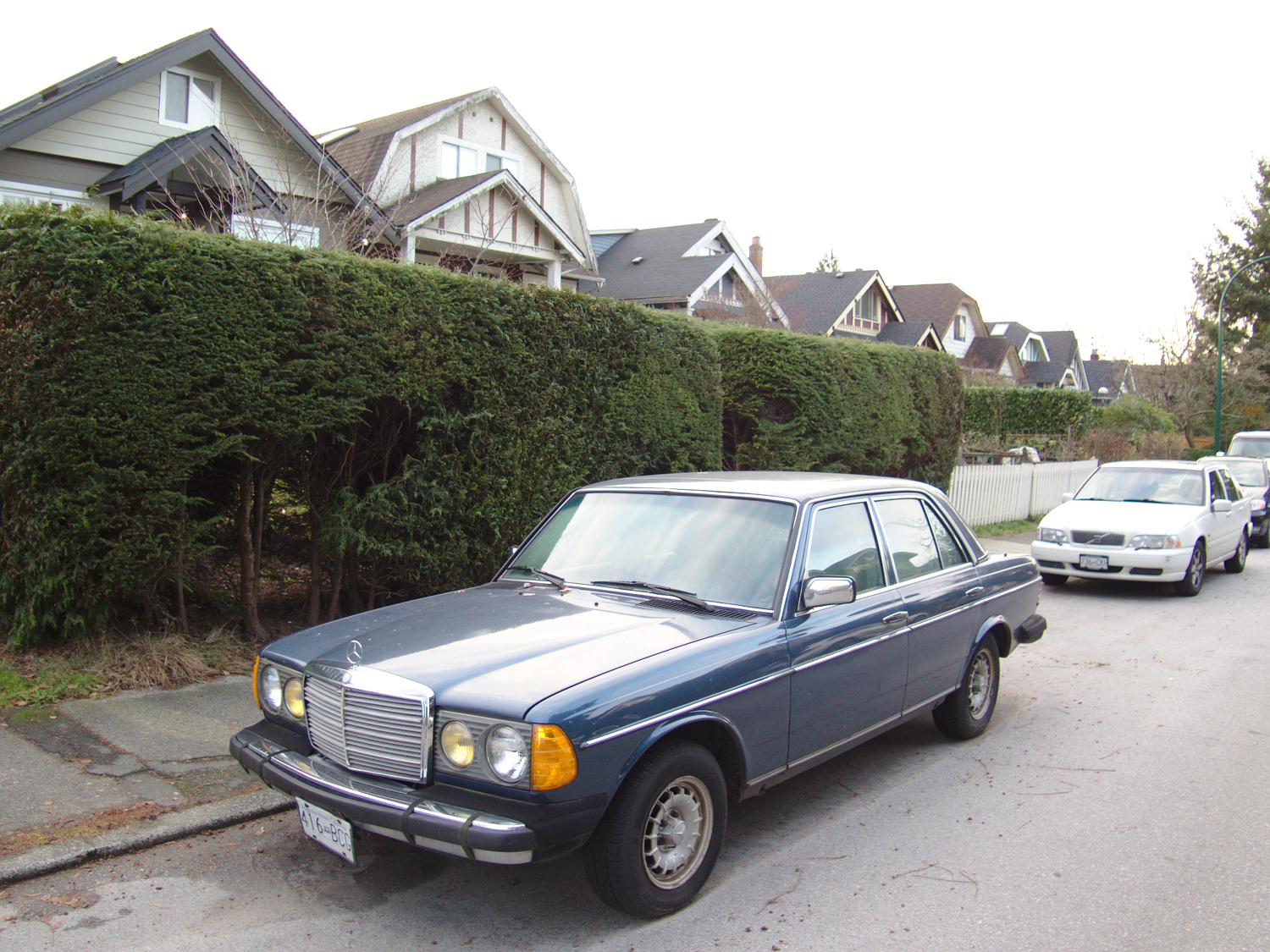 Old parked cars vancouver 1984 mercedes benz 300d turbodiesel for Mercedes benz 300d