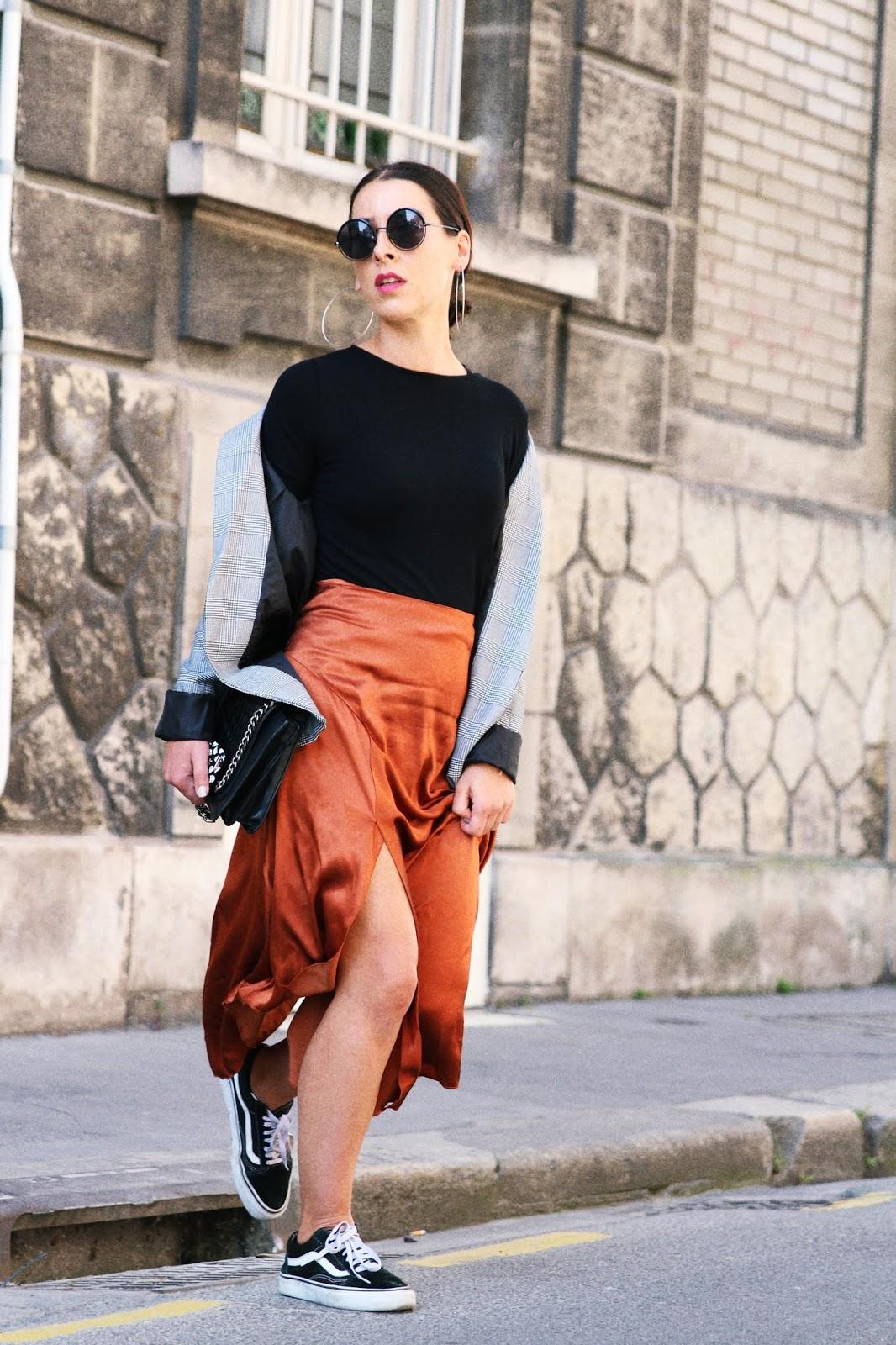 look-jupe-soie-blazer-carreaux