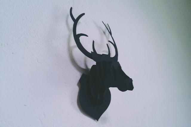 quase perfeito, cabeça de alce, decoração quarto masculino