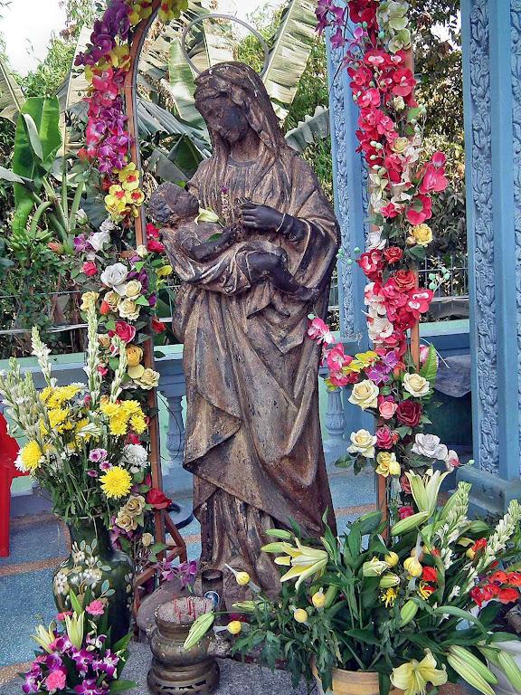 Imagem de Nossa Senhora Mãe de Deus recuperada miraculosamente no rio Mekong, Camboja.