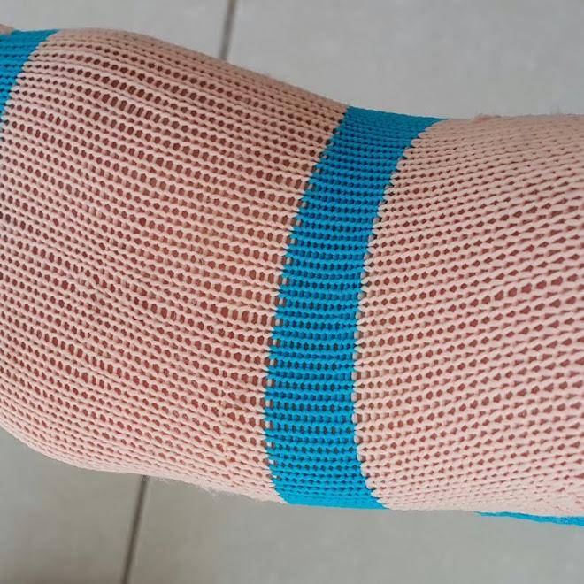 """Receita / Tutorial de uma Sapatilha para Pilates com reforço no meio """"ED 007"""" / tricô de máquina ... rosa """"clarinho"""" e """"azul piscina"""""""