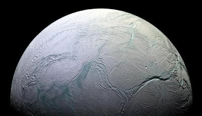 Para Astronom Menemukan Metanol di Enceladus