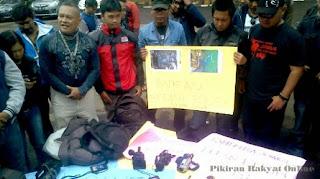 Kecam Kekerasan oleh Oknum Polisi, Wartawan Bandung Gelar Aksi Solidaritas