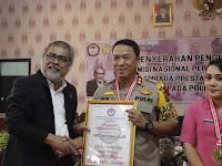Erlin Tangjaya Raih Penghargaan Komnas Anak dan LEPRID