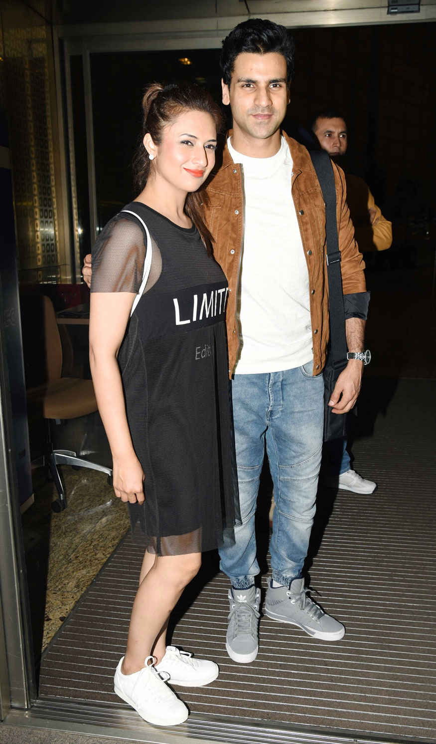 Divyanka Tripathi and Vivek Dahiya Spotted at Mumbai Airport.