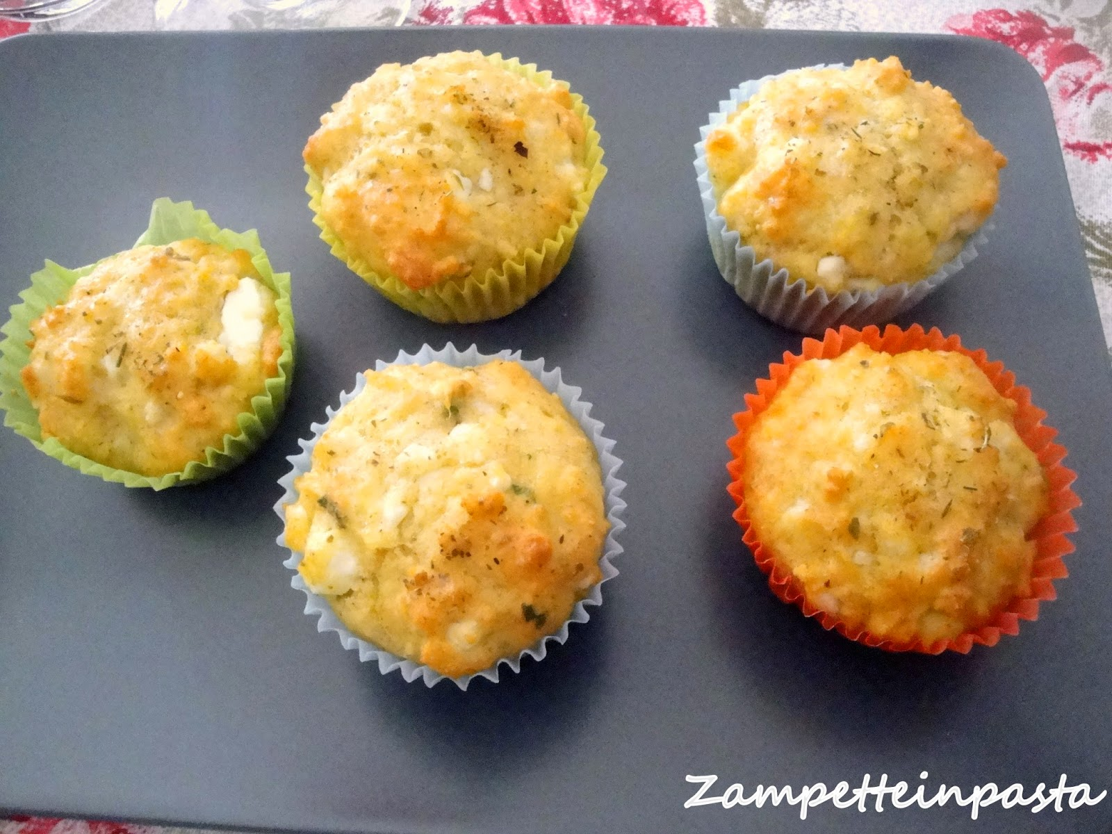 Muffin salati con feta ed erbette aromatiche - Ricetta di muffin salati