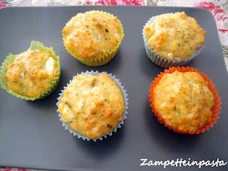 Muffin salati con feta ed erbette aromatiche