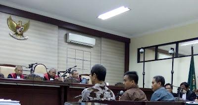 Mengaku Menyesal, Tiga Terdakwa Kasus OTT Kota Mojokerto Menangis