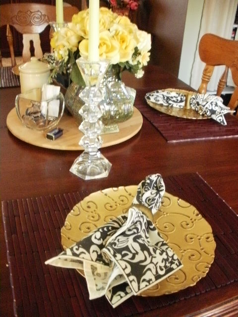 Gold Plate, Napkin, napkin ring, placemat,