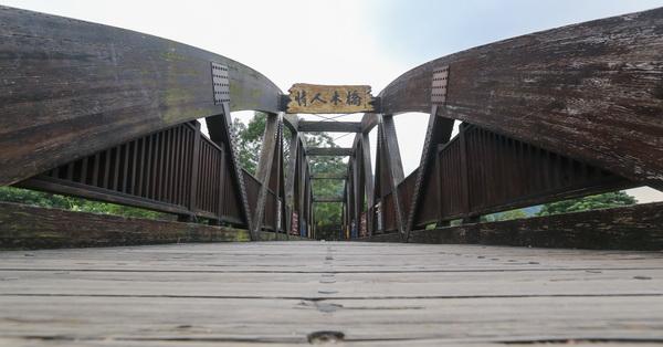台中石岡情人木橋,遠東最長無橋墩景觀木橋,可擋7級強震木橋