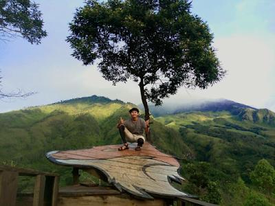 Salah satu tempat swafoto dengan latar Gunung Bromo di Budug Asu. Foto oleh @danang_hariadi