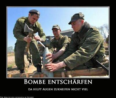 Lustige Soldaten die Bombe entschärfen witzig mit Text