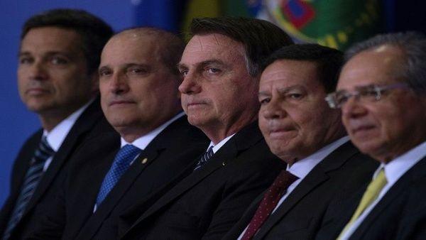 Bolsonaro anuncia reducción de inversión en carreras humanistas