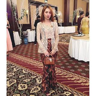 Model Kebaya Broklat Rok Batik Modern