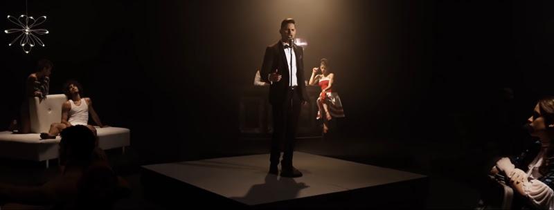 Leoni Torres - ¨Toda una vida¨ - Videoclip - Dirección: Yeandro Tamayo Luvin. Portal Del Vídeo Clip Cubano - 04