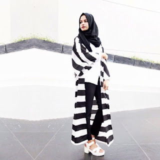 Model Busana Muslim Remaja Long Cardigan Monochrome