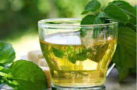 Uống nước trà xanh cũng là cách giúp giảm mỡ bắp chân cấp tốc tại nhà