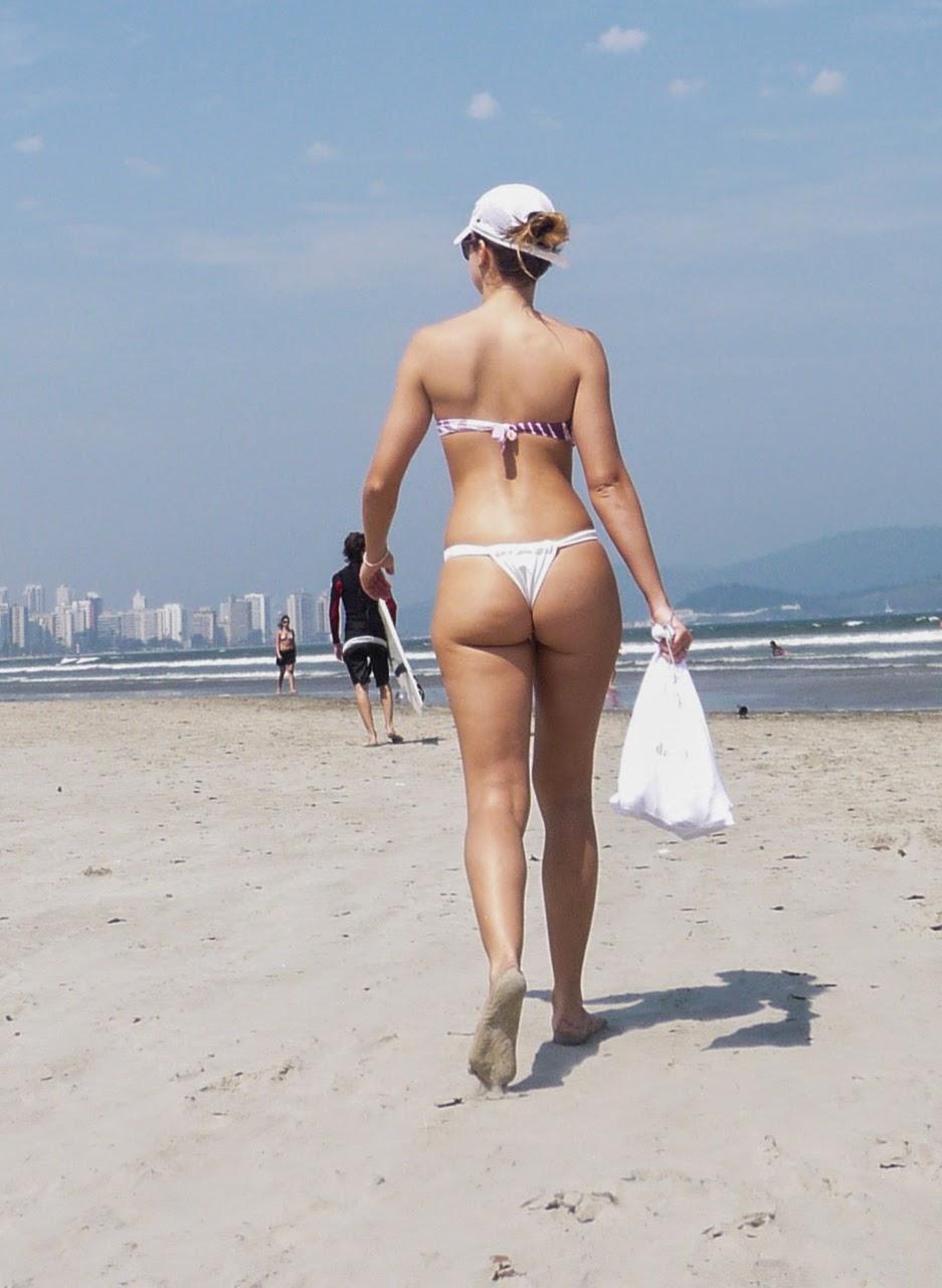 image Mujeres calientes preparándose para la tanga de playa abajo tanga
