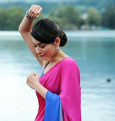 Tamanna dance steps in saree stills