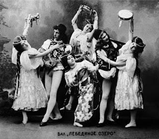 «Балетные ископаемые: зачем реконструировать балеты».
