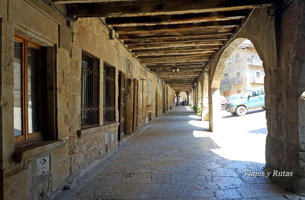 Arcos de la Plaza Mayor de Santa Pau, Girona