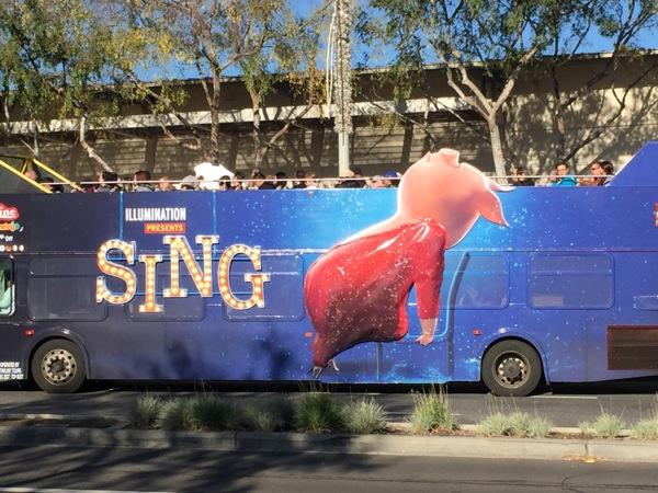 3D Gunter Pig Sing movie bus advert